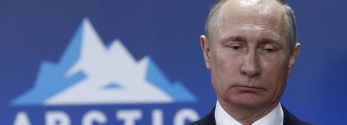 Manifestations: Poutine défend la manière forte