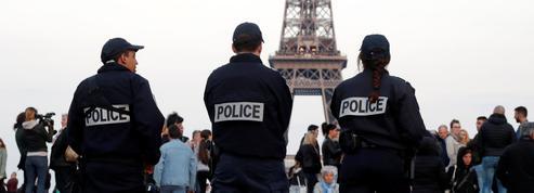 Attaque sur les Champs-Élysées : une centaine de policiers réunis au Trocadéro