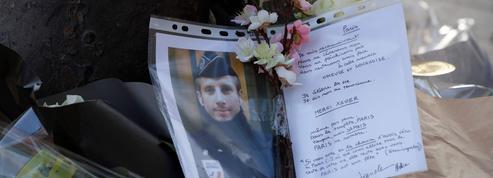 Policier tué aux Champs-Elysées: Macron et Le Pen conviés à l'hommage national