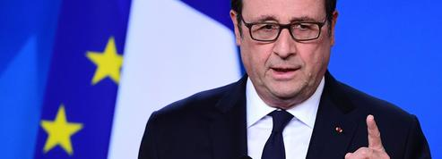 Hollande appelle à «prendre le bulletin Macron» et charge Le Pen