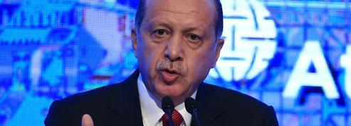 La Turquie entre censure et purges massives