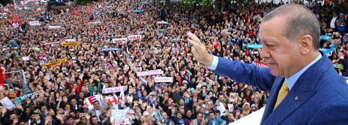 Turquie : réélu à la tête de son parti, Erdogan seul en piste pour les élections de 2019