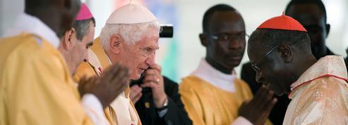 Le soutien discret de BenoîtXVI à un cardinal qui dérange François