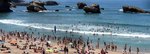 Cet été, les Européens vont raccourcir leurs vacances et dépenser moins