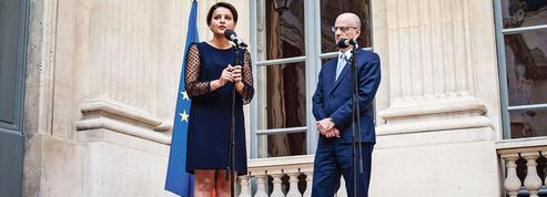Éducation: Macron corrige la copie de Hollande