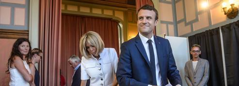 Législatives : Macron au pas de charge vers la majorité absolue