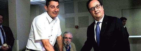 François Hollande dans le viseur de ses ex-camarades