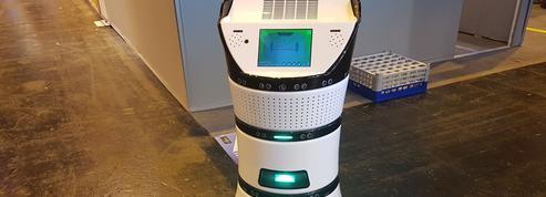 Face à la canicule, le robot Diya One X souffle un vent de fraîcheur dans les bureaux