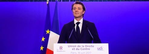 Seuls 16% des sympathisants LR jugent qu'il faut s'opposer à la politique de Macron