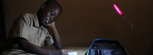 Un cartable solaire pour éclairer les écoliers ivoiriens