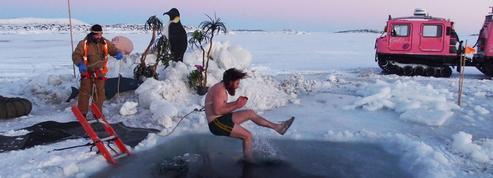 La pause photo du jour : un bain glacé pour fêter le retour de la lumière