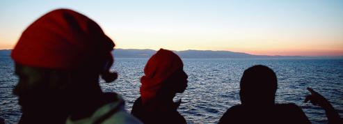Face à l'afflux de migrants, l'Italie menace de fermer ses ports