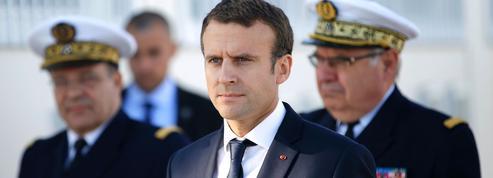 Pendant que Philippe parlait, Macron effectuait une plongée à bord d'un sous-marin