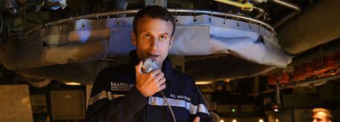Le «chef» Macron a vite revêtu l'uniforme