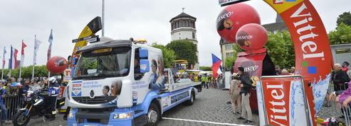 Les «mécanos», ces anges gardiens de la caravane du Tour de France