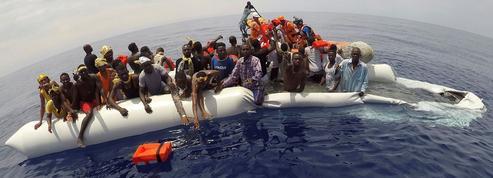 Migrants : les annonces de Macron au défi du terrain