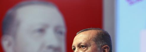 Erdogan appelle les Turcs d'Allemagne à voter contre Merkel