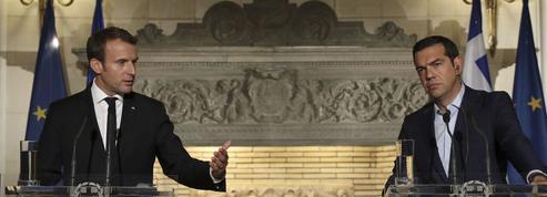 À Athènes, Emmanuel Macron dialogue à distance avec Angela Merkel