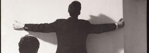 Noé Soulier fait danser les tableaux sur la scène du centre Pompidou