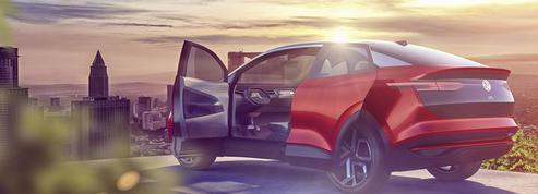 A Francfort, Volkswagen joue l'électrique quand PSA s'interroge