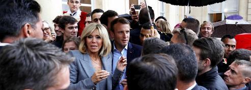 Macron profite des Journée du patrimoine pour s'offrir un bain de foule à l'Élysée