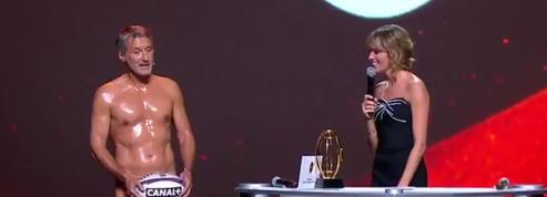 Nuit du Rugby : Antoine de Caunes débarque entièrement nu sur scène