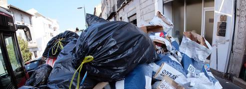 Grève des poubelles à Marseille : les éboueurs débloquent les centres de transfert des déchets