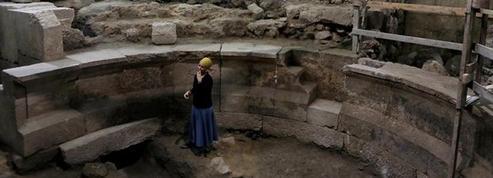 Un théâtre et une partie du Mur des lamentations mis au jour à Jérusalem