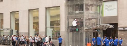 Ils créent un faux Apple store, des clients se massent devant !