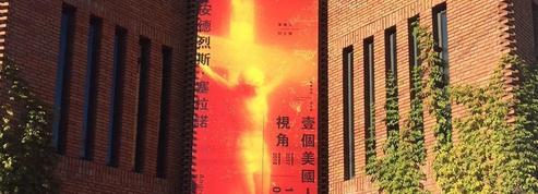 Andres Serrano expose son Piss Christ à l'air libre à Pékin