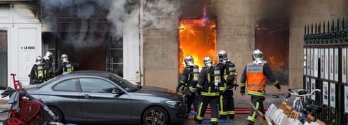 Paris : l'ancienne librairie La Hune ravagée par un incendie