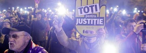 Roumanie : des milliers de manifestants anti-corruption défient le gouvernement