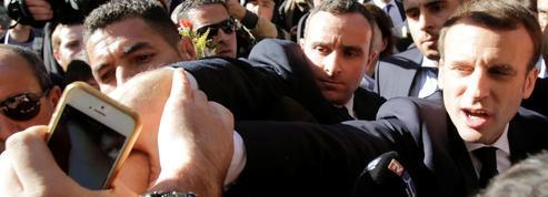 Macron interpellé sur la colonisation par un jeune Algérien