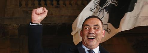 Corse : Édouard Philippe se dit prêt à recevoir Gilles Simeoni
