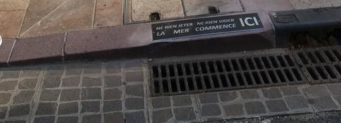 Collioure distille des messages percutants dans les rues pour réduire la pollution