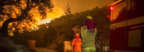 En Californie, un incendie géant continue sa course, d'autres sont presque maîtrisés