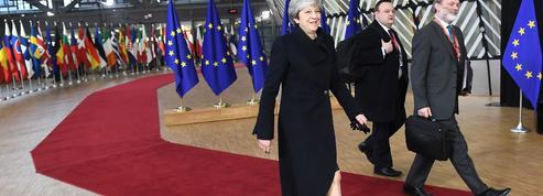 Brexit : Theresa May, devant les Vingt-Sept et sous pression des frondeurs