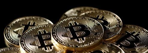 Après sa chute vertigineuse, le bitcoin rebondit nettement