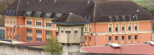 En prison, des téléphones fixes dans chaque cellule
