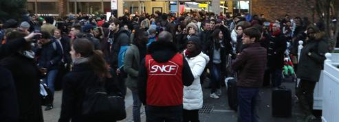 Nicolas Bouzou : «L'État exhorte les Français à la mobilité et l'empêchepar sa politique des transports»