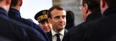 À Calais, Emmanuel Macron prend ses marques avec la police