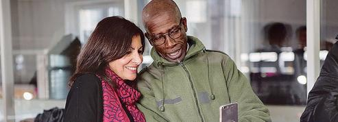 Anne Hidalgo poursuit son bras de fer avec l'État pour l'accueil à Paris des migrants