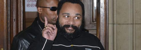 Dieudonné arrêté par la police à l'aéroport d'Orly