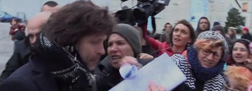 Insultes et bousculades: Bertrand Cantat face aux manifestants à Grenoble