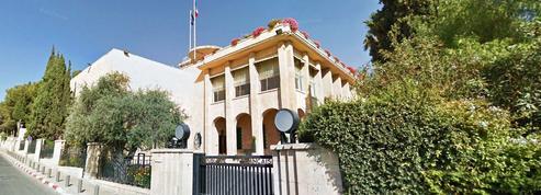 Consulat[kon-su-la] n. m. Représentant, qui ne doit pas s'adonner au commerce