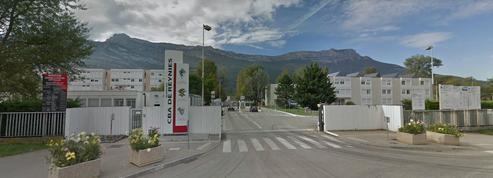 Un homme fonce sur des militaires en Isère: le procureur écarte la piste terroriste