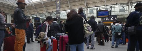 Le mouvement des cheminots et des pilotes commence à peser sur les vacances des Français