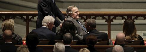 Obsèques de Barbara Bush : la photo qui réunit 30 ans de pouvoir à la Maison-Blanche