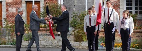 Un drapeau échangé au nom de la Mémoire