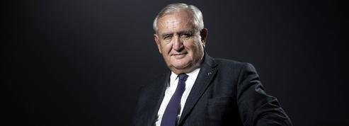 Jean-Pierre Raffarin, Emmanuel Macron... Les indiscrétions politiques du Figaro Magazine